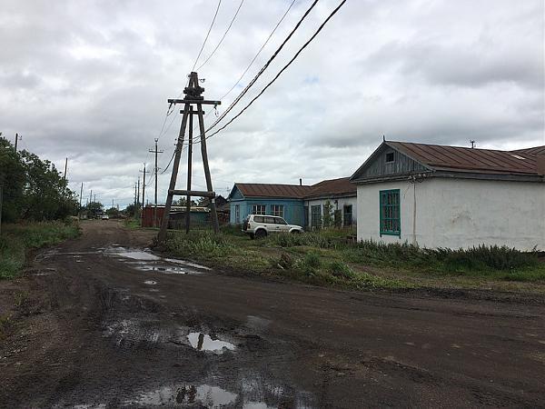 Улица в центре поселка.