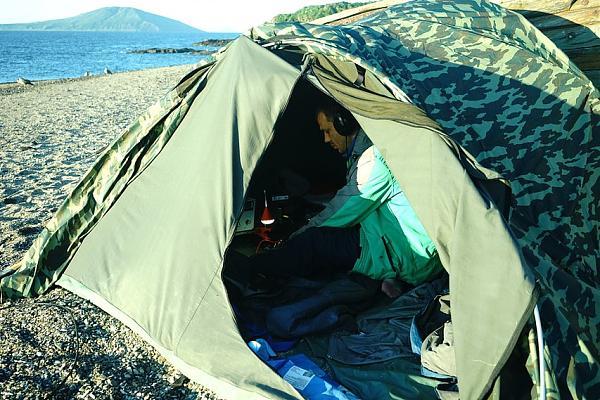 Рабочее место в палатке.