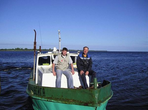 18.07.07 катер «Вейга» в 7:50 MSK вышел в море, слева RA1QY, справа RA6AU.