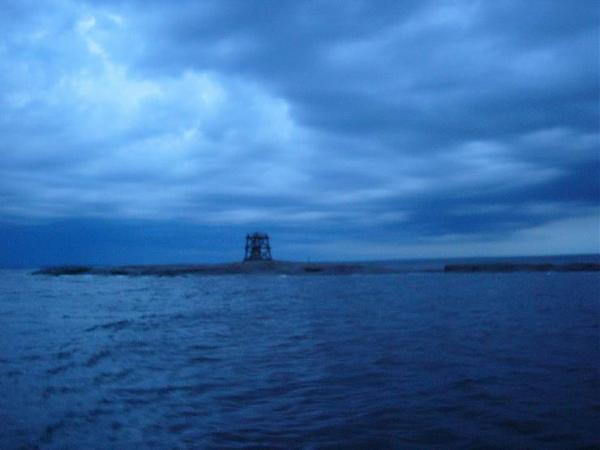 Фото о. Баклан в 00:04 MSK, мы убегаем от грозы.