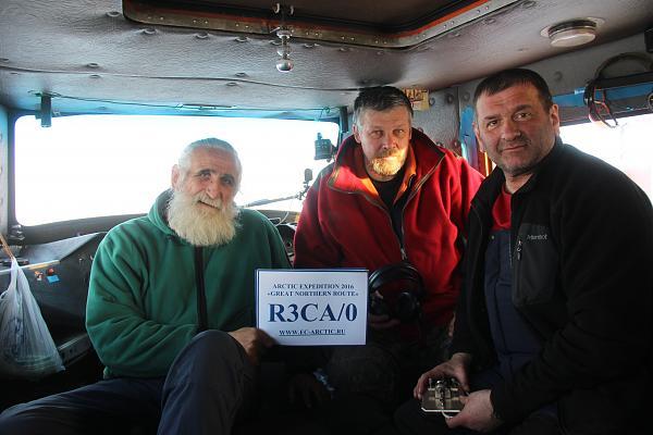 В вездеходе (слева направо): Владимир Чуков, Валерий Нестеров, Юрий Заруба
