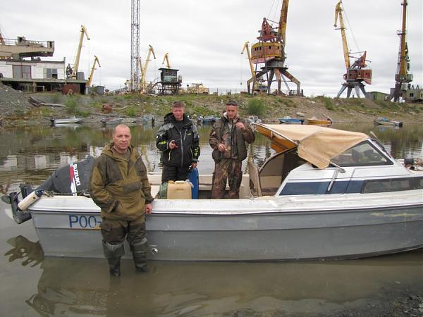 "На катере ""Yamaha Fisher 20"", слева-направо Евгений, Юрий, Алексей Мельник"