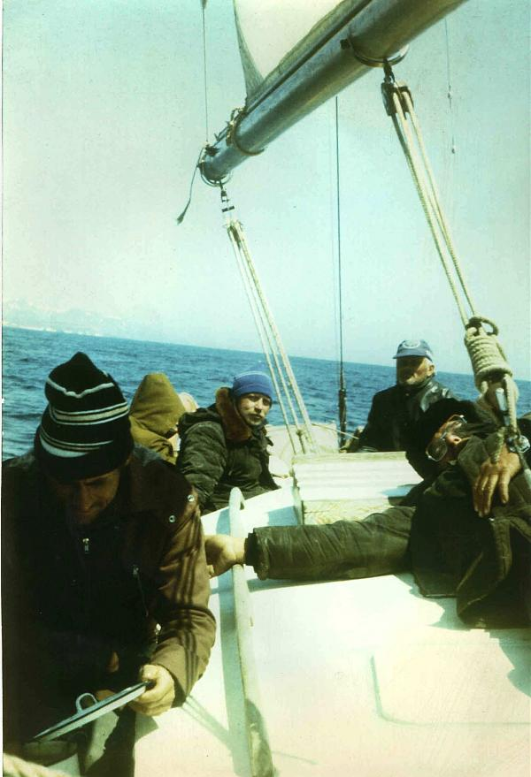 На борту яхты «Тарпон»: (слева направо) Владимир Бродилин UA9ONA, Александр Смахтин RA0AA, Зигмас Желайтис UA0ZAV, лежит уставший член экипажа -:?))