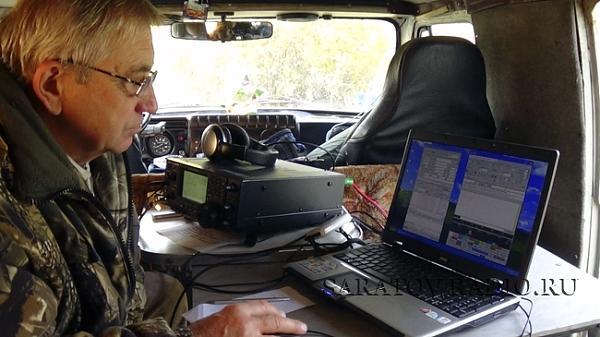 Евгений R4CC проводит радиосвязи