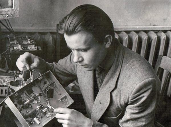 Проверка передатчика школьной радиостанции UA3KPZ (1960 год)