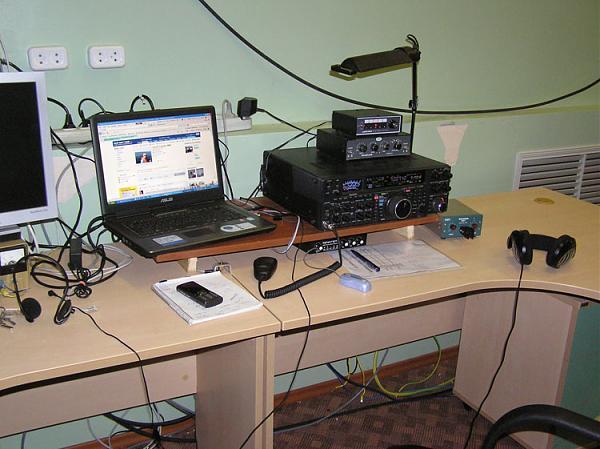 Рабочее место радиостанции R10RTRS/0 на ЗССС «Орбита»