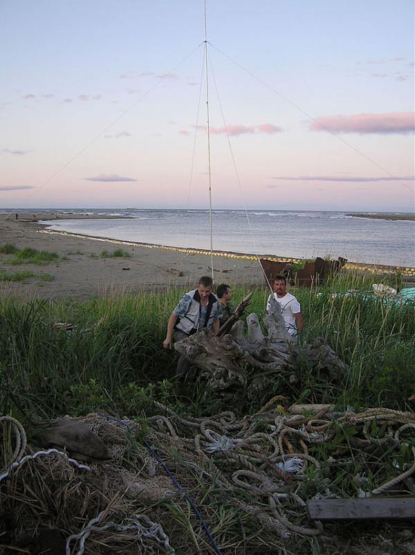 Монтаж антенны GP на рыбацком стане в Долинском районе завершен