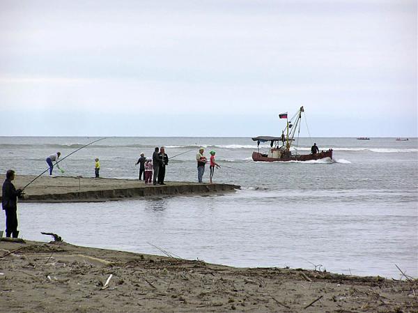 """Sl-12-1  Рыбалка натуральная и """"эфирная"""" – дело любительское, порой требующее творческих подходов"""