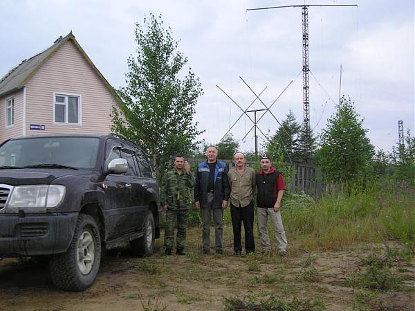 Перед отъездом в Южно-Сахалинск. Слева - направо: Николай UA7C, Василий R7AA, Валентин UA0FX, Владимир RV1CC