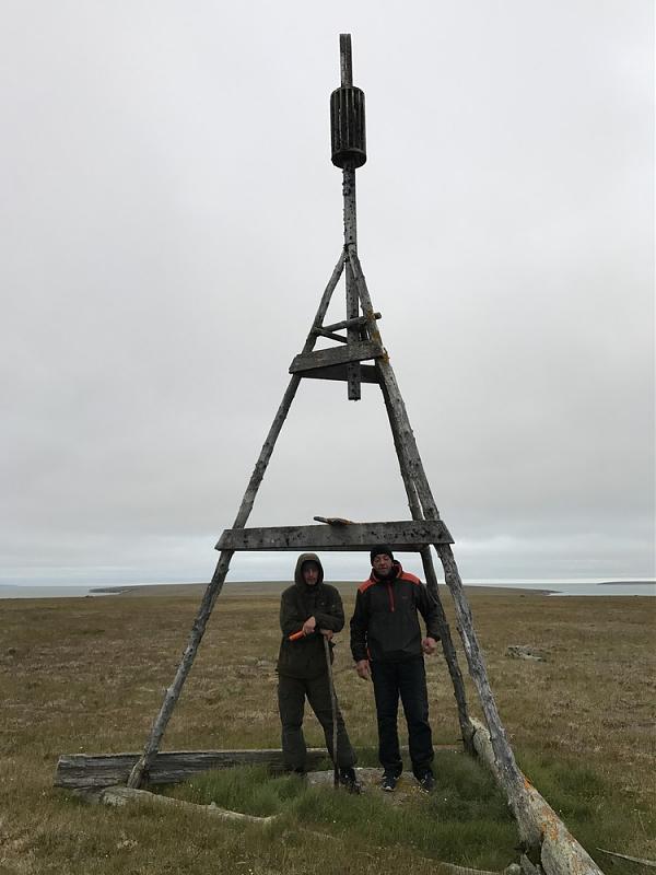 Мельник и Закатин на тригонометрическом пункте