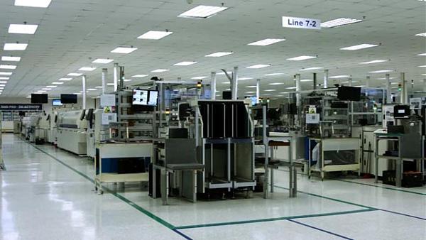 В отделе печатного монтажа завода SERK