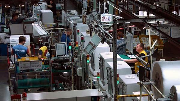В цехе стиральных машин завода SERK.