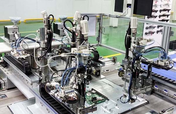 Робот-отвертки