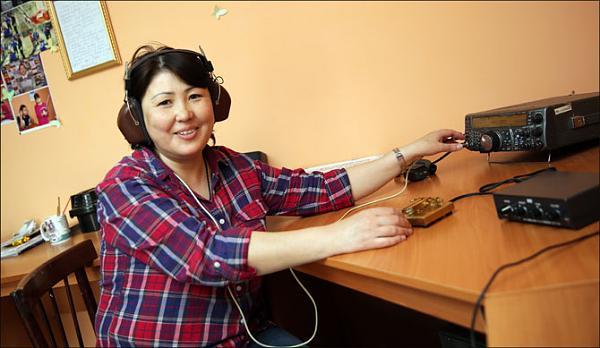 Женщины-радиолюбители – большая редкость, но тем почётнее, когда удаётся наладить с ними связь.