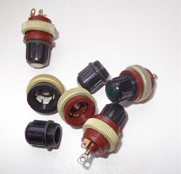 Продам Патрон для сигнальной лампочки миниатюрный, новый.
