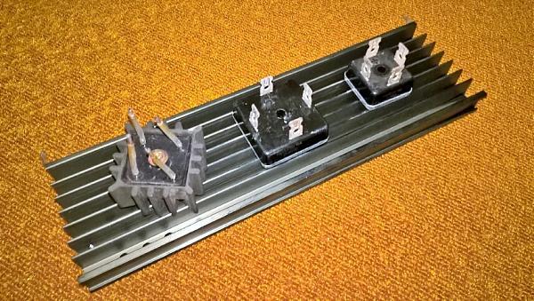 Продам Диодный мост выпрямительный 25-35 А. на радиаторе.