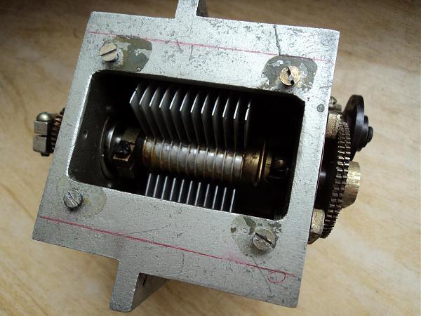 Продам переменные конденсаторы от радиоаппаратуры и т.д.