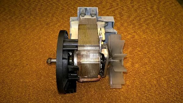 Продам Электромотор для насоса 90 вт. 220 в