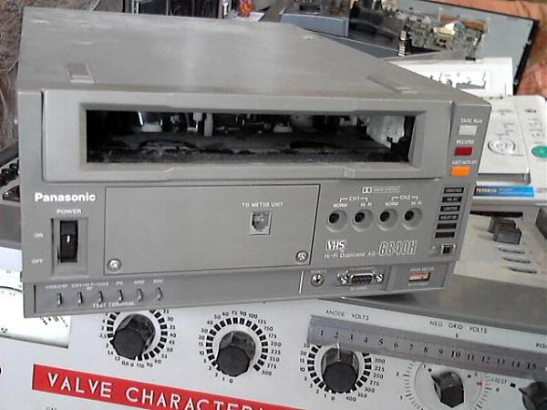 Продам видеомагнитофон panasonik-AG-6840N-E