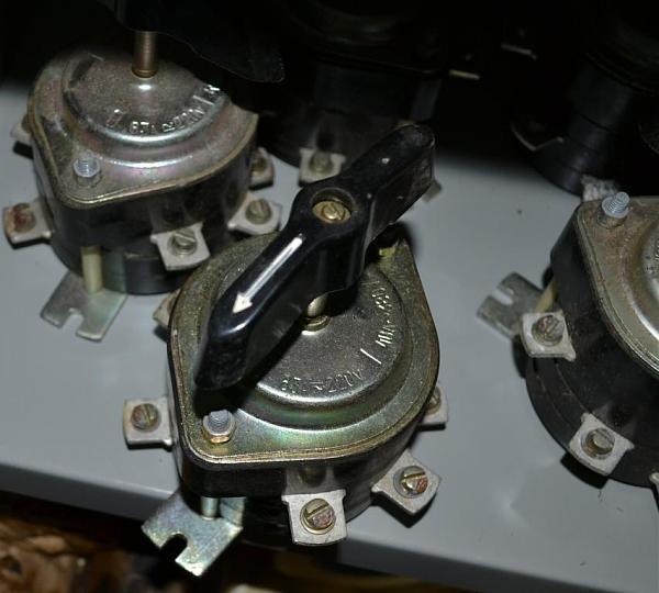 Продам Переключатели: 63А 220В, 40А 380В ; АЗСГ-2; АЗСГ-5