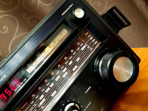 Продам Sony ICF-6700.