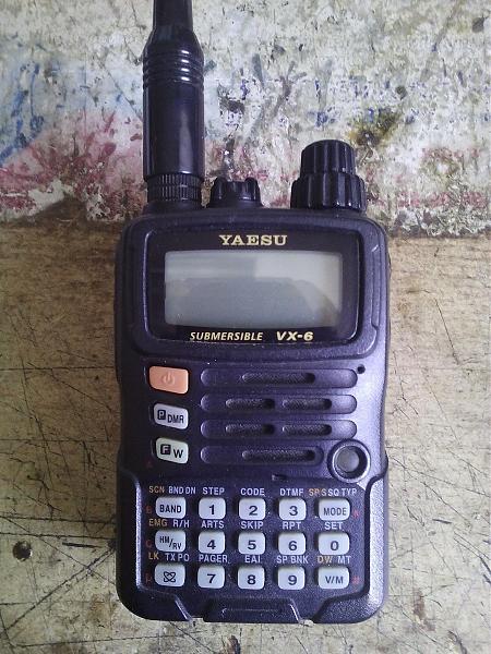 Продам yaesu vx-6r