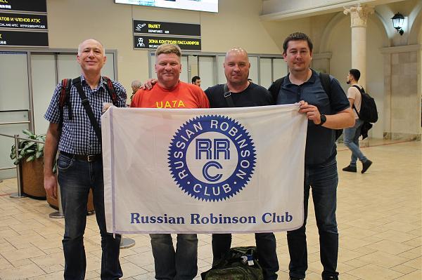 фото участников с флагом RRC
