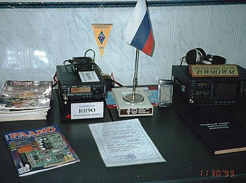 фото маяка на столе