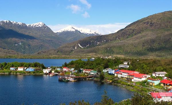 Вид на поселок Puerto Eden