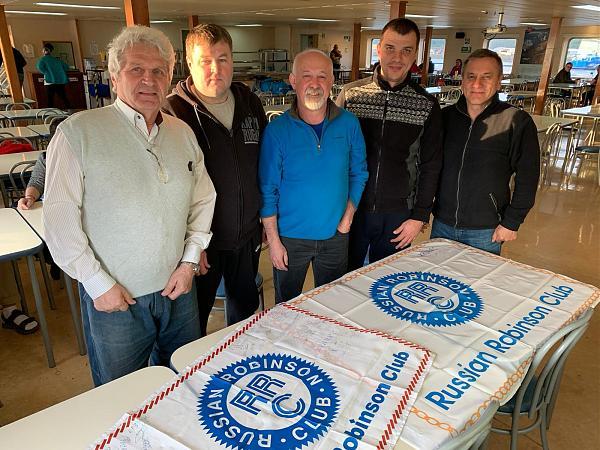 команда с 2 флагами RRC на столе