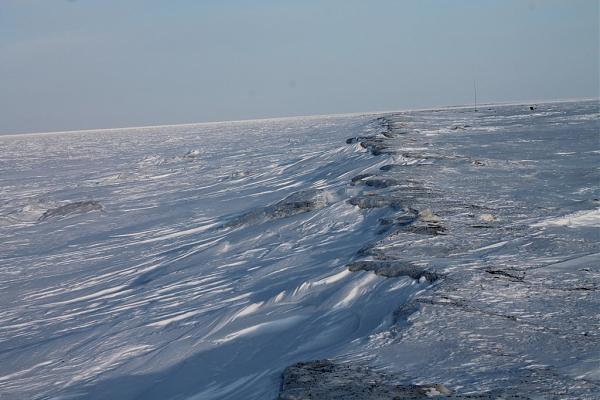 замерший берег моря