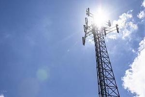 В Англии поджигают вышки 5G-сетей: «Они распространяют коронавирус»