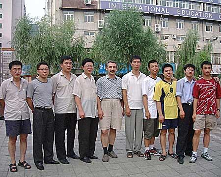 Фото UA9OW с китайскими радиолюбителями