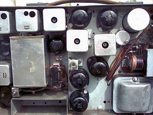 RADIONE R3. Вид на шасси с лампами и контурами