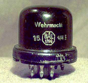 RADIONE R3. На лампе ECH11 фирмы VALVO виден штамп Wehrmacht