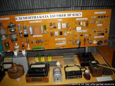 Стенд представляющий современную радио компонентную базу.