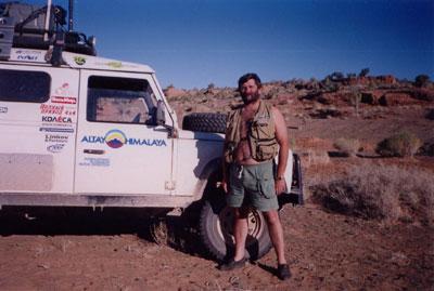 Начальник службы радиообеспечения Юрий Заруба UA9OBA. Только радиосвязь связывала экспедицию 'Алтай-Гималаи' в пустыне с внешним миром
