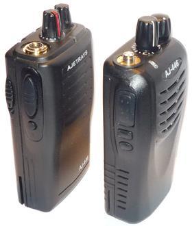 Радиостанция   имеет классическое расположение ручек управления для правши