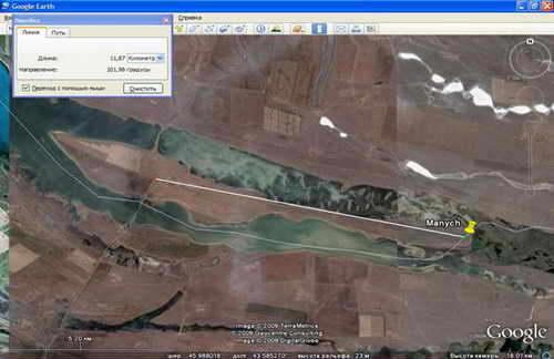 Фото острова из Google Earth. В открытом окошке можно увидеть примерную длину дороги по грунтовке до восточной оконечности.