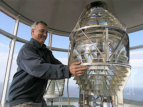 Николай (RV1AQ) решил рассмотреть линзы (внутри лампа на 500 Вт).
