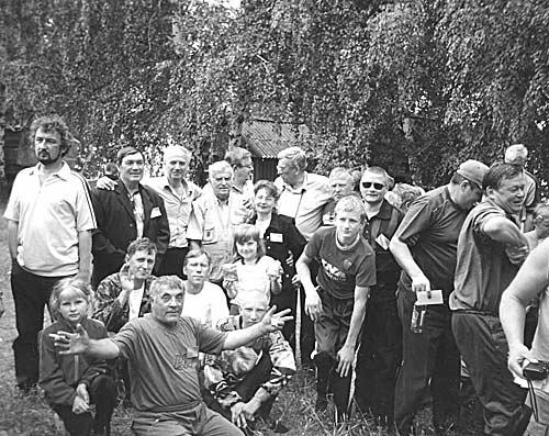 На Беловском водохранилище. Саша стоит второй слева