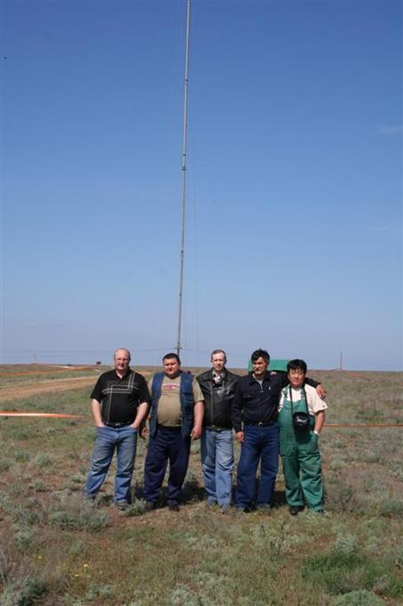Слева направо: Саша RU6FA, Андрей RN6FJ, Костя UA6LDP, Анатолий UA6IBD, Очир UA6IGI, съемку производит Михаил RW6HKF