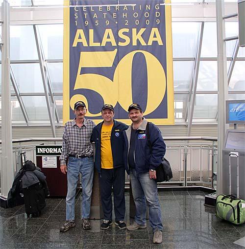 Фото UA9OBA+N3QQ+KE7V на фоне плаката Alaska-50