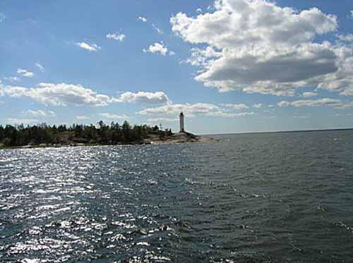 пункт назначения – остров Вихревой, на самом краю, которого стоит маяк Поворотный