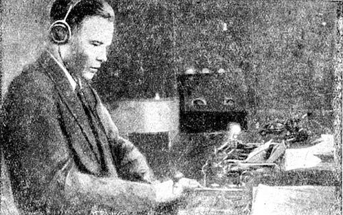 Техник Центральной радиостанции Главзолота т. Заведеев за приемам очередной депеши