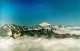 Эльбрус над облаками. Фото: Владислав Чугуров, RA4HQK