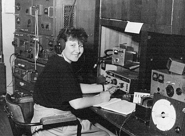 Ирина Заруба RZ9OA на Новосибирской областной коллективной радиостанции UA9OWA