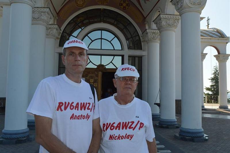 А это еще одно фото на память у маяка-храма, Кривенко Анатолий (UA6BQU) и RV6CU.