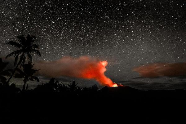 Вануату YJ0GB DX Новости Вулкан Ясур на острове Танна.