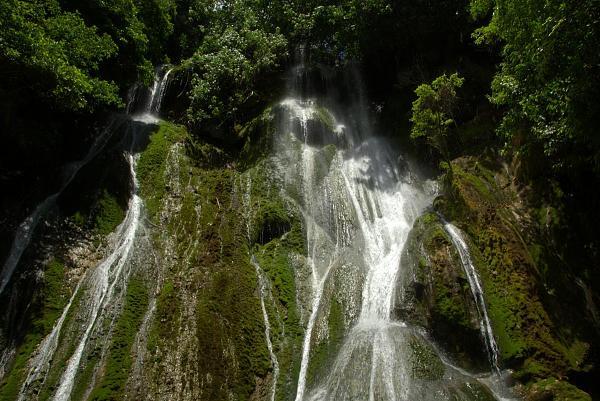 YJ0GC Водопад, остров Эфате, Вануату.